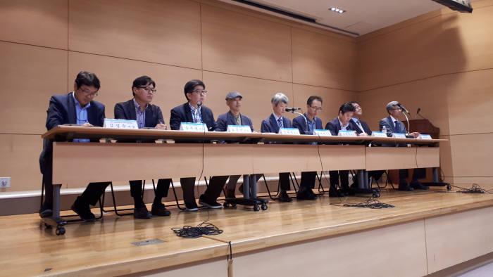 국가 R&D 혁신방안 대전지역 설명회 토론에 참여한 전문가.
