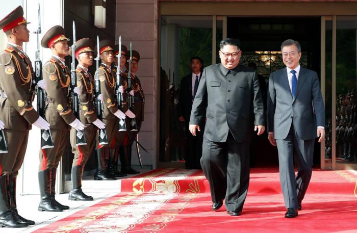 문재인 대통령은 5월 26일 김정은 북한 국무위원장을 만나 북미 정상회담의 성공적 개최를 위해 논의했다.<사진:청와대>