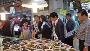 이인선 대구경북경제자유구역청장, 지역상권 살리기 위한 전통시장 장보기 행사