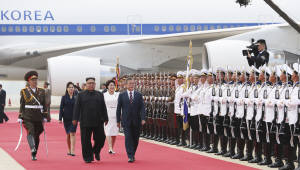 문재인 대통령 김정은 국무위원장과 의장대 사열