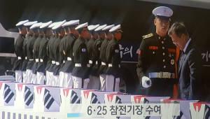 """문 대통령 """"국방개혁은 평화 시대를 준비하는 일""""…국군의 날 경축연 개최"""