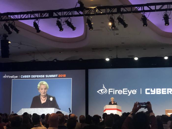 매들린 올브라이트 전 국무장관은 3일(현지시간) 미국 워싱턴.D.C 힐튼호텔에서 열린 파이어아이 사이버 디펜스 서밋 2018 기조연설자로 나섰다.