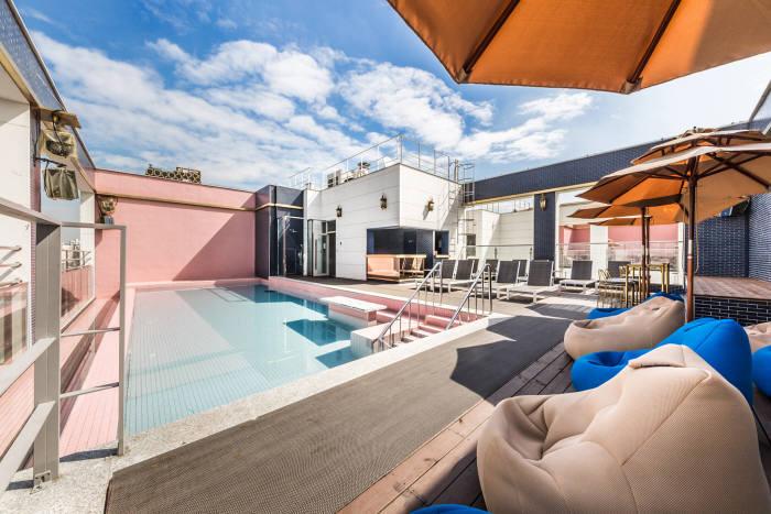 야놀자 프랜차이즈 호텔 에이치에비뉴 건대점 C156 루프탑 온수풀.(사진=야놀자 제공)