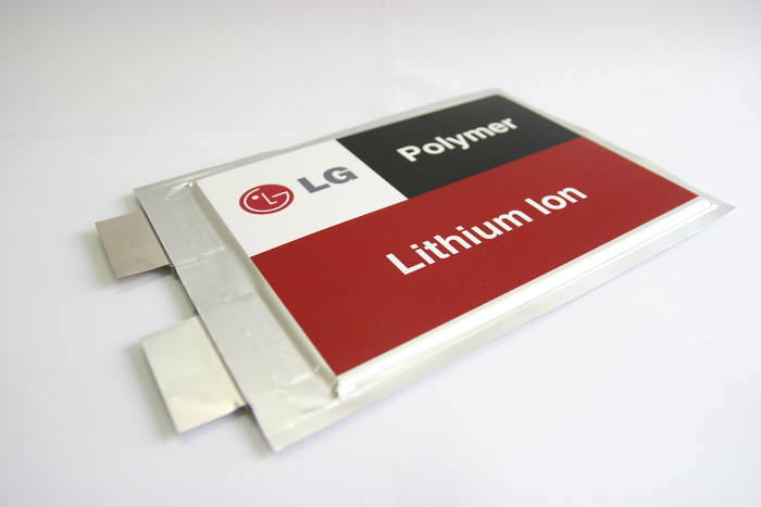 LG화학의 파우치형 중대형 배터리.