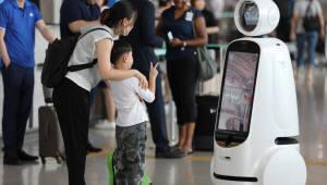 공항정보 열공해 사람에 편리함 주는 '지능형 로봇'