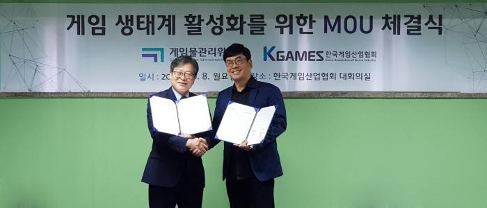(왼쪽) 이재홍 게임위 위원장 (오른쪽) 강신철 게임산업협회장