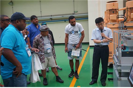 수자원공사의 2016년 태평양 도서국 특별연수 시화조력발전소 현장학습 모습. [자료:한국수자원공사]