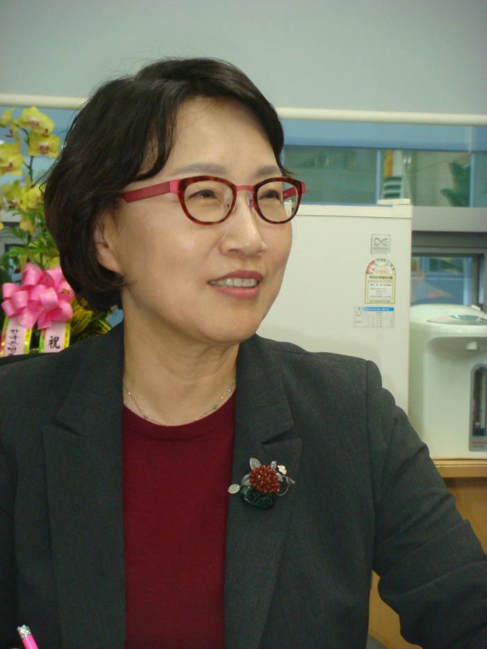 지난 1일 취임한 이인숙 부산정보산업진흥원장.