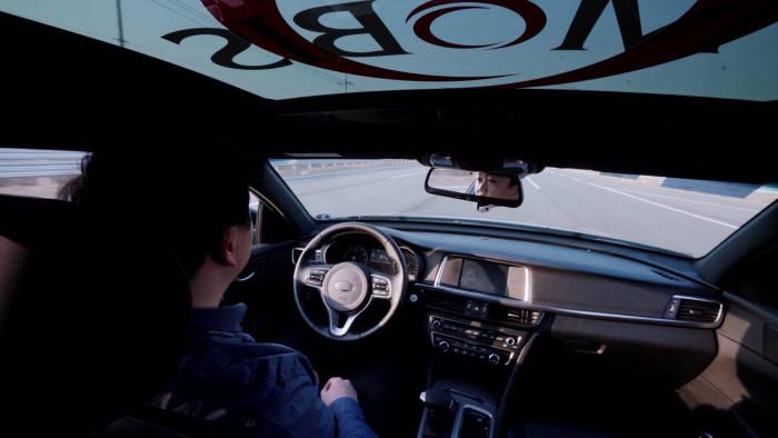 현대모비스의 레이더 기술이 적용된 자율주행차.