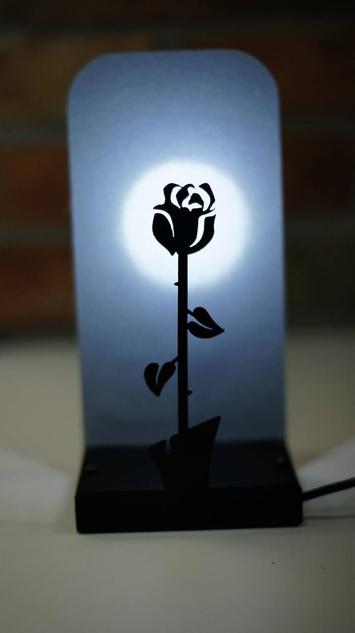 홍카가 개발한 LED 조명 공중 입체효과 플로팅 라이트