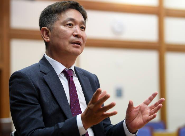 배효주 KT대리점협의회장이 전자신문과 인터뷰하고 있다. 이동근기자 foto@etnews.com