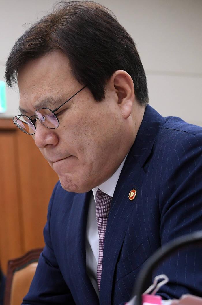 """[2018 국정감사]최종구 금융위원장, """"암호화폐공개(ICO) 국내 허용 어렵다"""""""