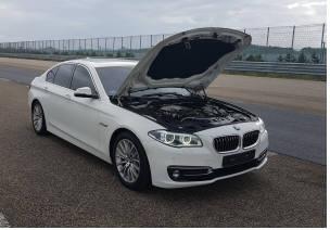 KATRI 고속주회로에서 실차 시험을 진행 중인 BMW 520d 차량 (제공=한국교통안전공단)