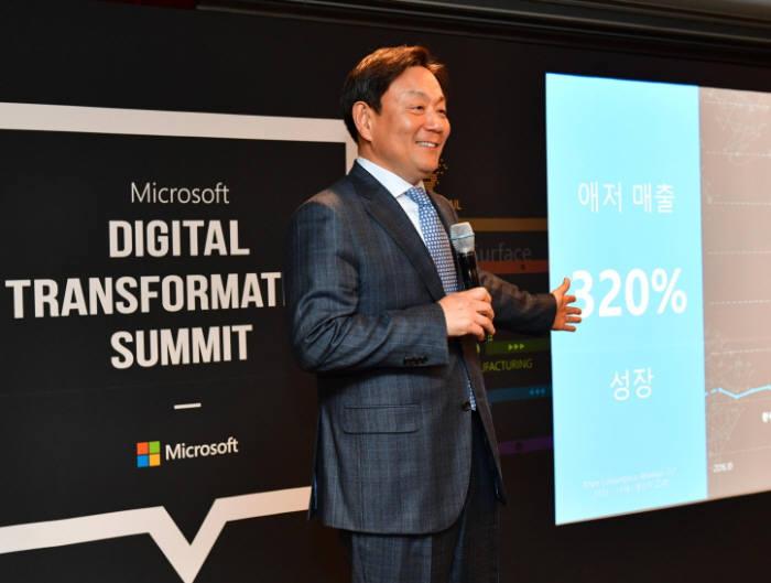 고순동 한국MS 대표가 3월 서울 잠실 롯데호텔에서 열린 간담회에서 애저 성과를 발표하고 있다. MS는 2017년 데이터센터 설립 후 1년 만에 IaaS 서비스 매출이 세 배 증가했다고 밝혔다. 한국MS 제공