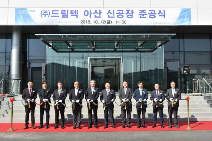 (왼쪽 네번째부터)드림텍 김영호 의장, 드림텍 김학섭 대표이사, 유니퀘스트 앤드류김 대표이사.