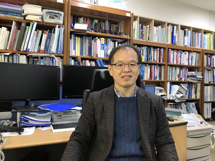 김갑수 SW사고력 올림피아드 조직위원장(서울교대 컴퓨터교육학 교수)
