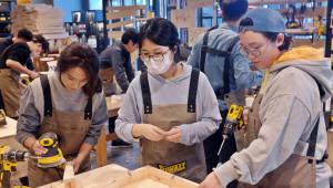 안랩, 독거노인 위한 '가구 만들기' 봉사활동 진행