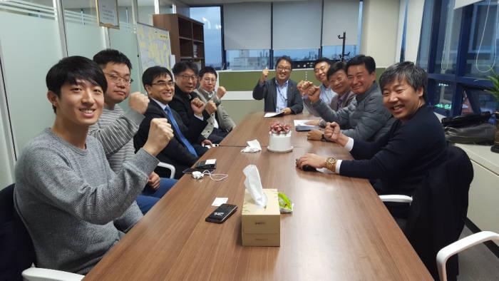 동국대 핀테크 최고 경영자과정 대표들이 노희섭 제주 미래전략국장(가운데)와 지난 26일 간담회를 가졌다.