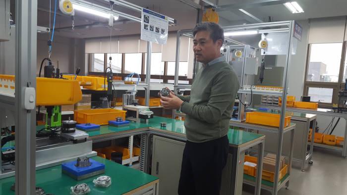 여영길 에스피지 대표가 SH감속기 신제품을 설명하고 있다.
