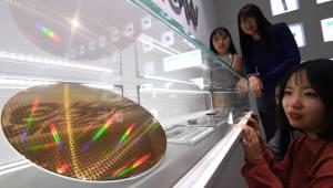 삼성전자 반도체 사상 최고 실적, 빛나는 웨이퍼