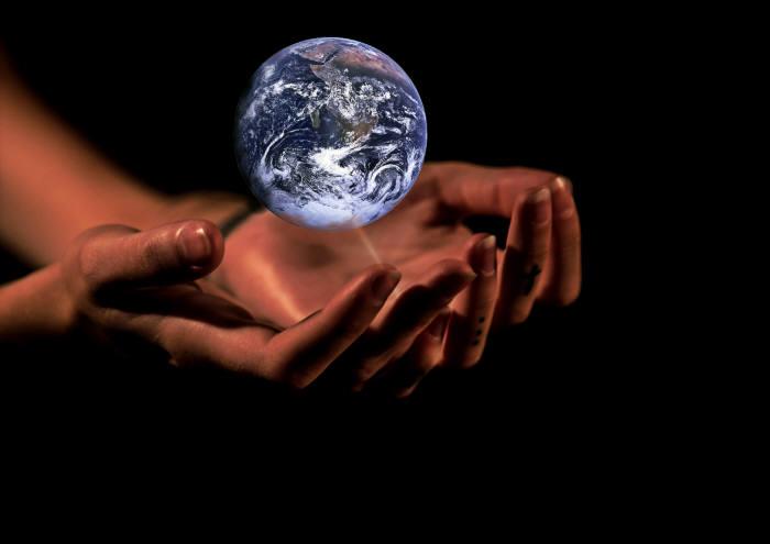 기후 변화로 인한 재앙은 현실이다. 이제 우리 손으로 지구를 다시 살려야 할 때다.