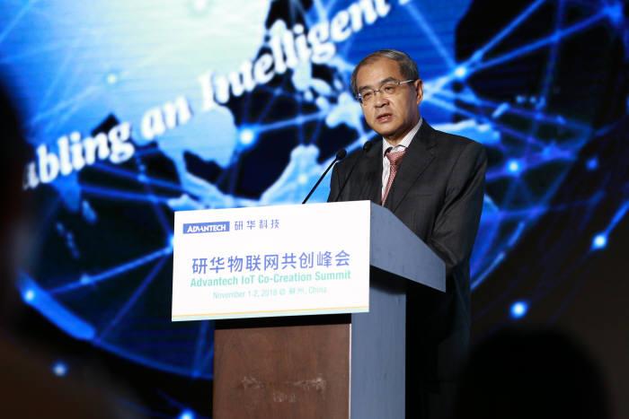 지난 1일 중국 쑤저우에서 개막한 어드밴텍 IoT 코크리에이션 서밋에서 케이씨 리우 회장이 기조연설을 하고 있다.