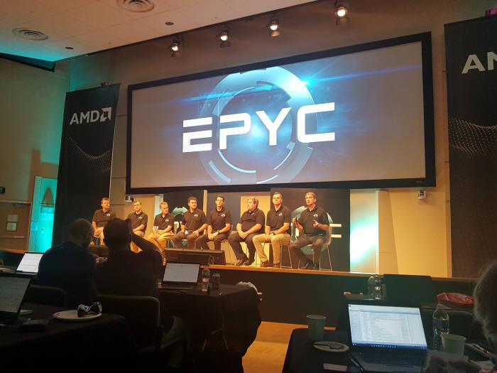 작년 6월 AMD의 신규 서버 칩 에픽 공개 콘퍼런스 모습