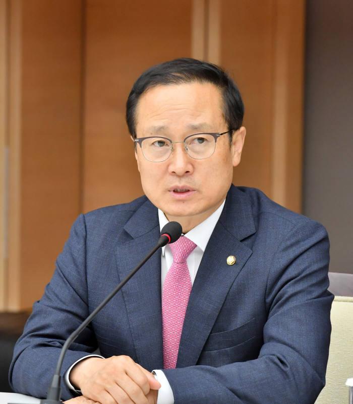 홍영표, 탄력근로 6개월로 확대...노동계 참여 없으면 국회서 논의 매듭 '강수'