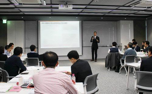 강한철 김&장 강한철 변호사가 지난달 31일 열린 CJ헬스케어의 CP Chang Agent 양성과정에서 강연을 하고 있다. CJ헬스케어 제공