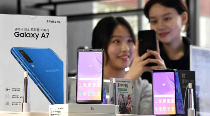 삼성전자, 2019년 중저가폰 갤럭시A시리즈 LCD추가 출시