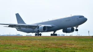 국내 첫 공중급유기 김해공항 도착…연료 110톤 적재 가능