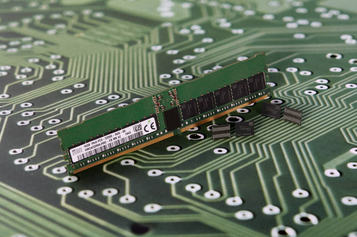 SK하이닉스가 개발한 2세대 10나노급(1y) DDR5 D램(자료: SK하이닉스)
