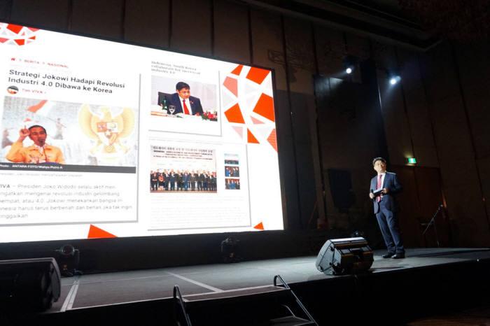 수코핀도 테크놀로지 그랜드 론칭 행사에서 김민수 엘에스웨어 대표가 서버보안의 필요성에 대해 강연하고 있다.