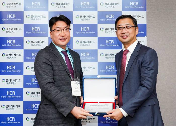 박주현 영남대 교수(왼쪽)