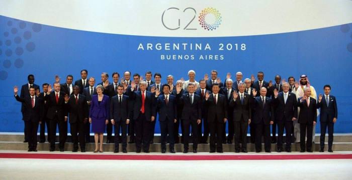 G20(주요 20개국) 정상회의 참석차 아르헨티나를 방문 중인 문재인 대통령이 참여국 정상들과 기념 촬영을 하고 있다. <청와대 페이스북>