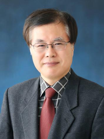 심사위원장 이화여대 용환승 교수