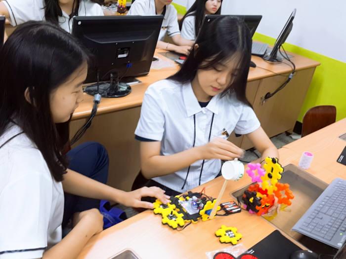 조선대학교 SW융합교육원은 동신여구 학생들을 대상으로 고교-대학 연계 동아리활동 지원 프로그램을 성황리에 마쳤다.