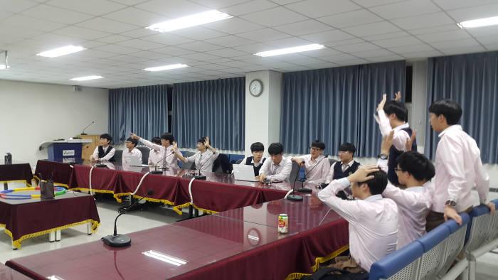 조선대학교 SW융합교육원은 조대부고 1·2학년 학생들을 대상으로 고교-대학 연계 동아리활동 지원 프로그램을 성황리에 마쳤다.