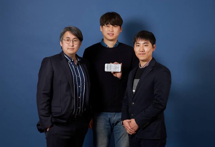 초저지연 네트워크 프로토콜 엑셀을 개발한 이경한 UNIST 교수팀(왼쪽부터 이 교수, 박신익, 김준선 연구원)