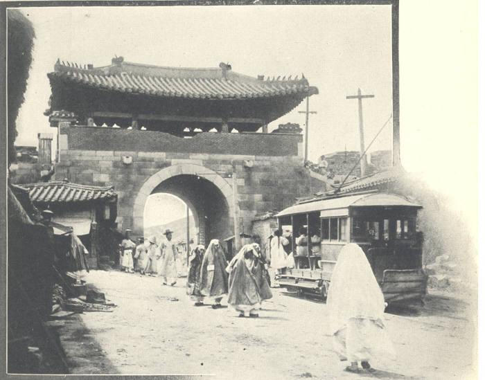 과거 돈의문 모습(사진 : 서울역사박물관 제공)