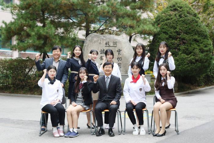 신정여자상업고등학교는4차 산업혁명 시대 적응력을 갖춘 인재를 양성한다.