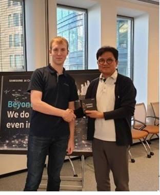 삼성전자 모스크바 AI센터 파블 오스챠코브 연구원(왼쪽)과 삼성리서치 이진욱 러시아연구소장(상무)