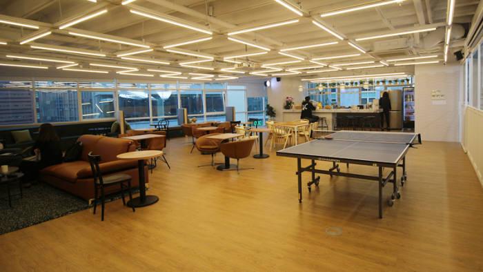 edm에듀케이션의 오픈형 회의실 마당