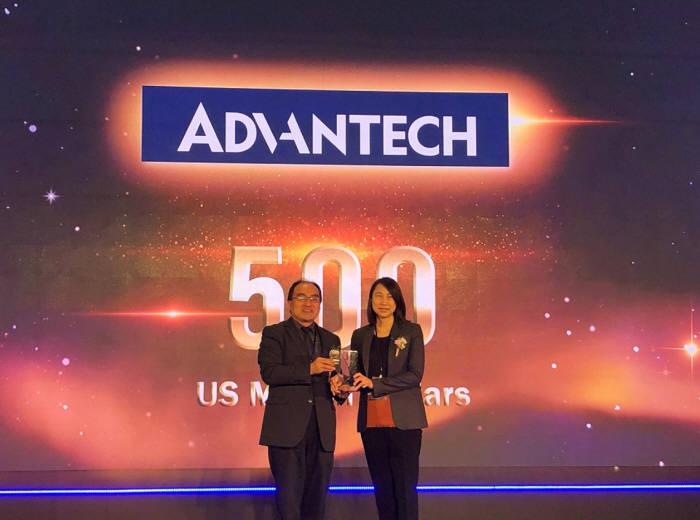 린다 짜이 어드밴텍 산업용 IoT 그룹 사장(오른쪽)이 2018 대만 글로벌 브랜드 상을 수상했다.