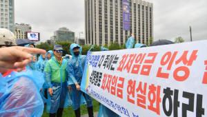"""최저임금 시행령 개정 후폭풍...야당·경제단체 """"국회가 보완 입법해야"""", 헌법소원까지"""