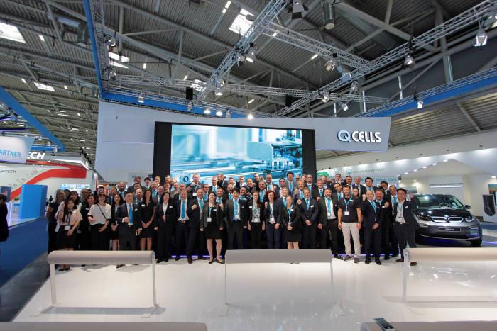 한화큐셀은 지난해 6월 독일 뮌헨에서 개최된 유럽 최대 태양광 전시회 인터솔라 2018에 참가 업체 중 최대 규모로 출전해 고효율 태양광 모듈과 주택용 및 상업용 솔루션을 선보였다. [자료:한화큐셀]