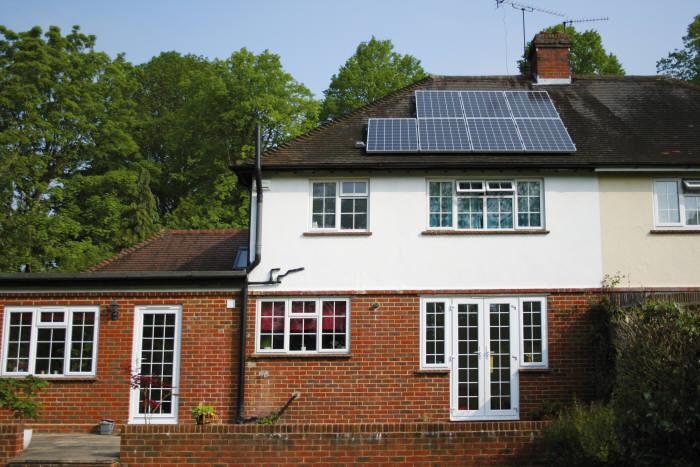 영국 런던 주택에 설치된 한화큐셀 태양광모듈. [자료:한화큐셀]