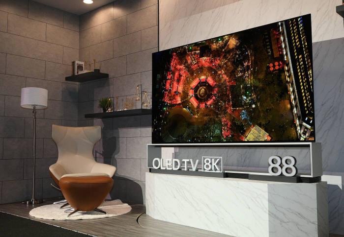 LG 올래드 TV 8K 88형.