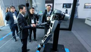 """[CES 2019]LG전자-네이버, 로봇 연구개발 맞손… """"협력 범위 지속 확대"""""""