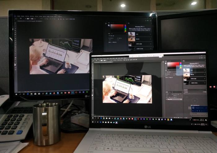 팀뷰어 연결로 원격 포토샵을 실행했을 때, 두 화면 간에는 아무런 차이를 발견하지 못했다. 끊김 없이 처리되는 넓은 화면과 고해상도가 주는 쾌적함은 작업 효율도 높였다.
